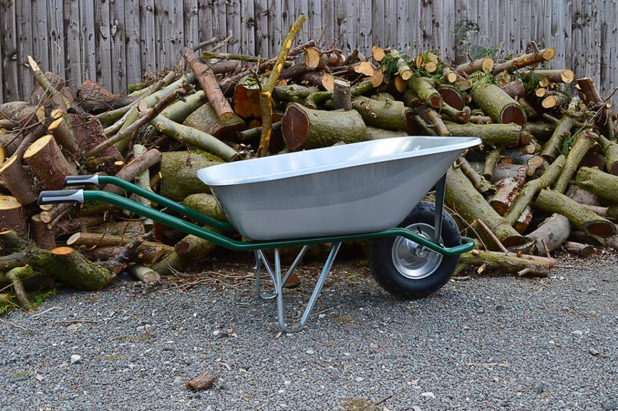 Wheelbarrow for voluminous loads and farm works